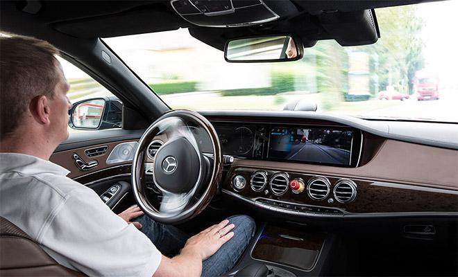 ドライバーアシストシステムで 高い完成度を誇るSクラス