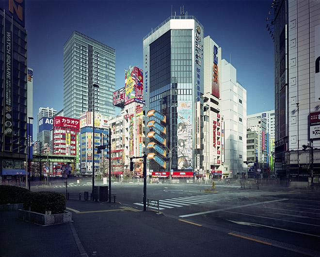 佐藤時啓「An hour exposure 2017 Tokyo-Akihabara」2017年 写真