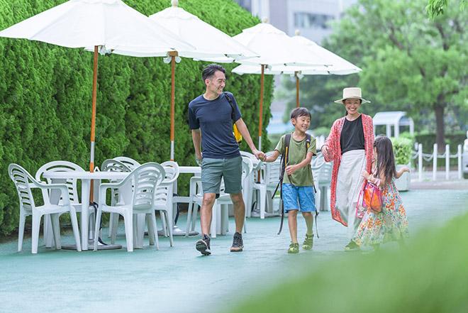 小谷さん一家は数年前からホテルプールを積極的に利用するようになった