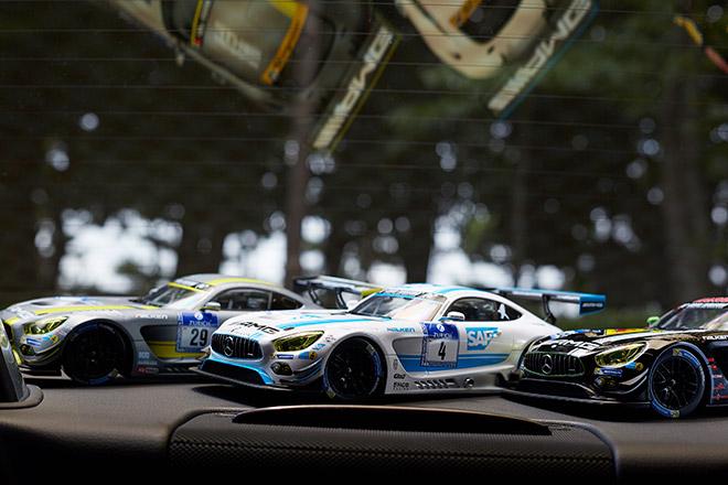 AMG GT3を祝してつくられた1/18モデルカー