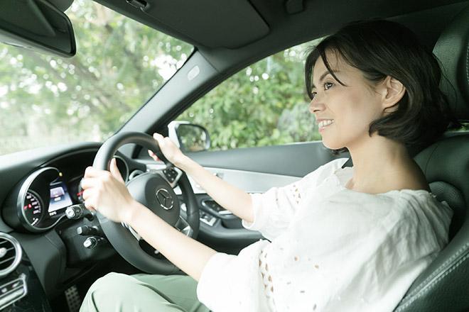 「ゆったり運転できて、上品に走れますね」と中林さんも笑顔に。