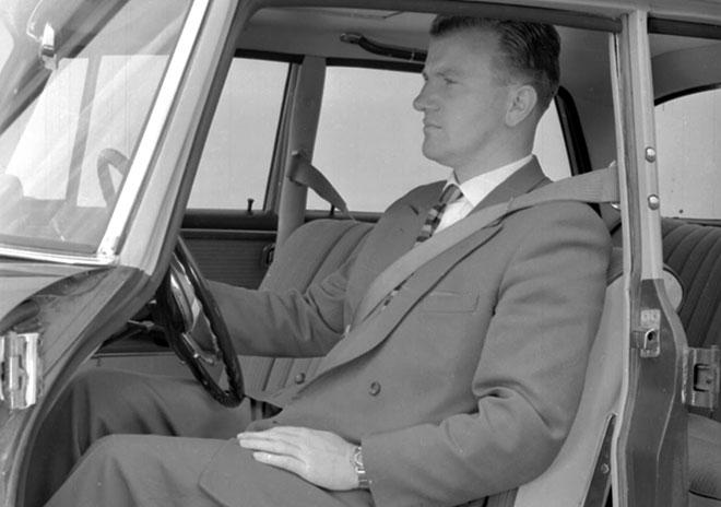 リール式の巻き取り装置を備える3点式シートベルトの原型