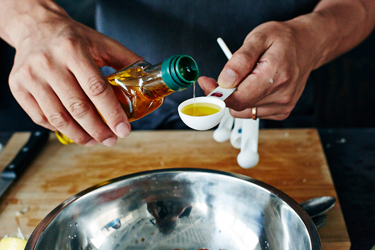 オリーブオイルで味を調える