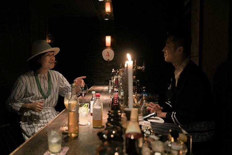 新町賀信さんと『bar cacoi』店主の大場健志さん