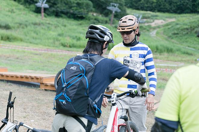 壇 拓磨さんとマウンテンバイクを楽しむ参加者