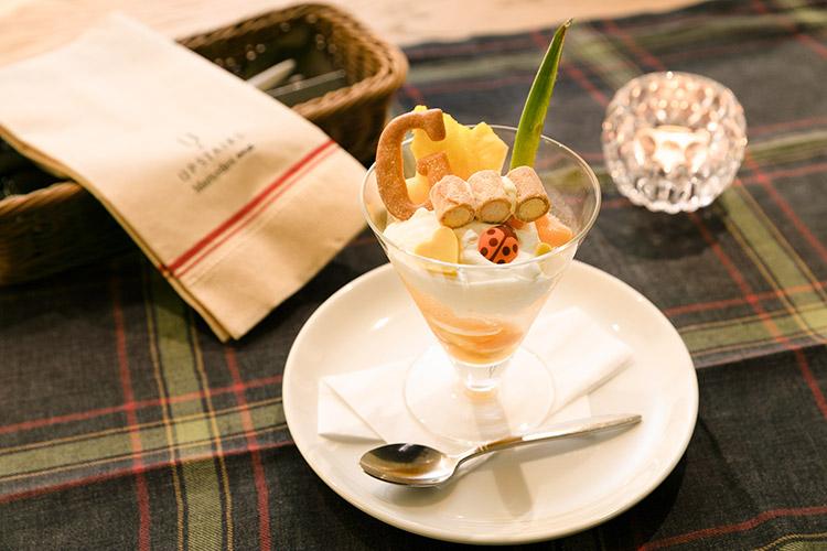 パイナップルとマンゴーのトロピカルパフェ ~ゴールド・エクスペリエンス風~