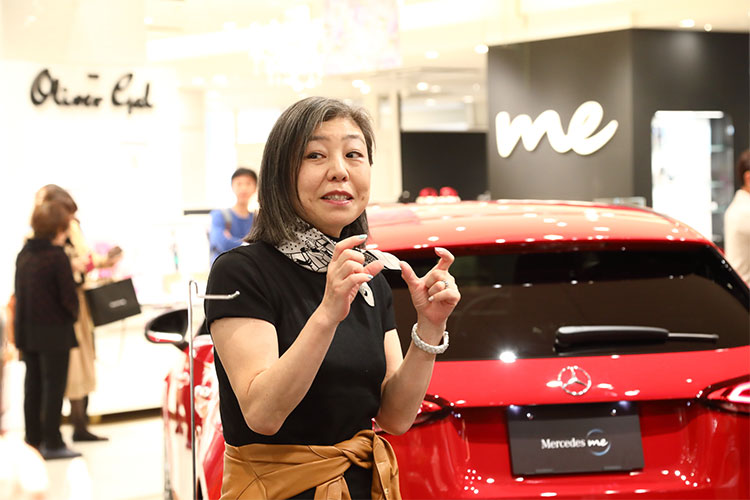 「Mercedes me GINZA the limited store」、スワッグ作りを体験する、1日限りのイベントをレポート!