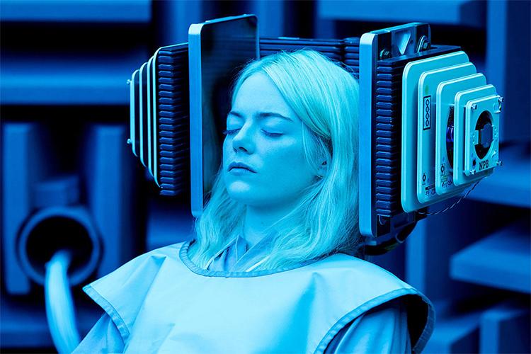 新世代のトップ女優、エマ・ストーンが語る「心の痛みとの向き合い方」