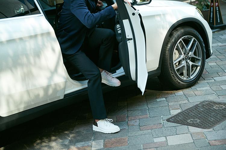 大人の男におすすめする、夏のドライビング・スニーカー