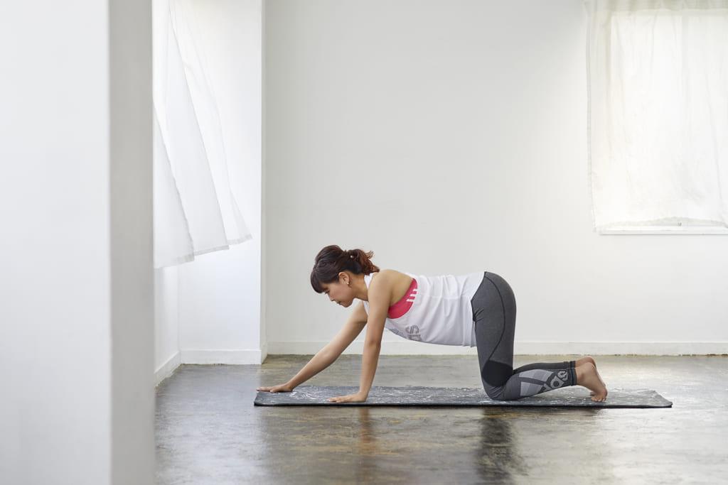 肩関節の可動域を広げる自宅ヨガ