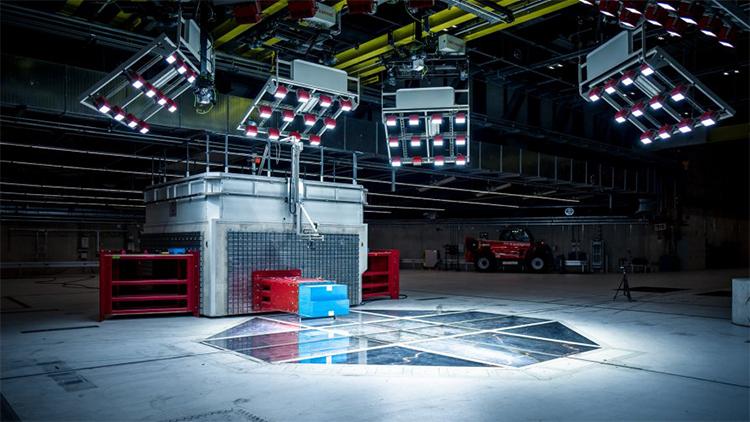 メルセデス・ベンツ初の電気自動車「EQC」が切り拓く、「安全性」の未来