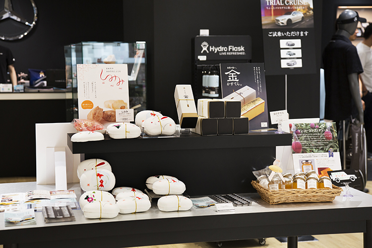 「Mercedes me GINZA the limited store」ハワイアンテイスト