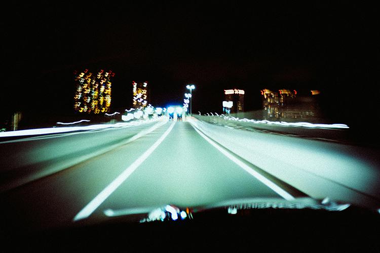 写真家・林響太朗、夜の光を求めて新型GLAとフォトトリップ